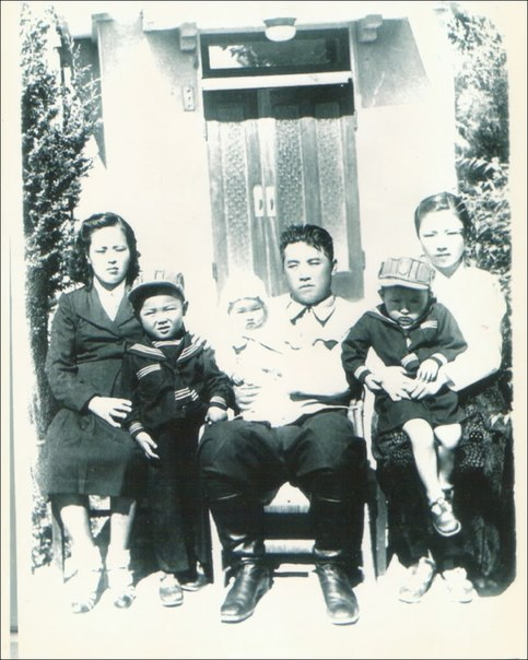Image of the Kim Family in 1946.   In this image are Kim Jong Suk (L, seated), Kim Jong Il (2nd L) Kim Kyong Hui (3rd L), Kim Il Sung (4th L, seated) Kim Pyong Il (4th L) and of the children's caretakers (5th L)