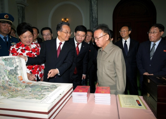 Beware of Premiers bearing gifts (Photo: Korean Central News Agency)