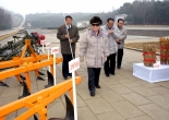 Kim Jong-il conducting a product inspection at Oguk Cooperative Farm with Pak Nam-gi and Jang Song-thaek at the right (Photo: KCNA)