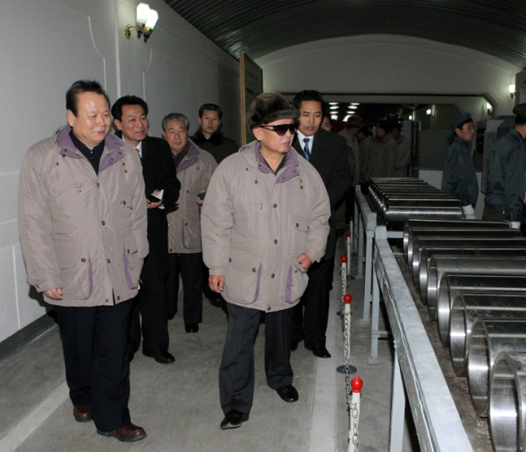 Pak To Chun (L) accompanies Kim Jong Il on a tour of the Kanggye General Tractor Plant in December 2009 (Photo: KCNA).