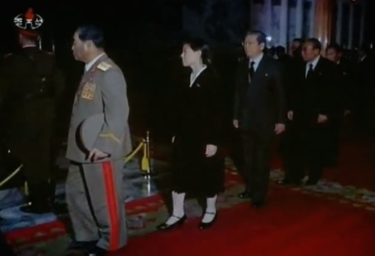 Kim Yo Jong (2nd L) files past her father's casket in December 2011 (Photo: KCTV screen grab).