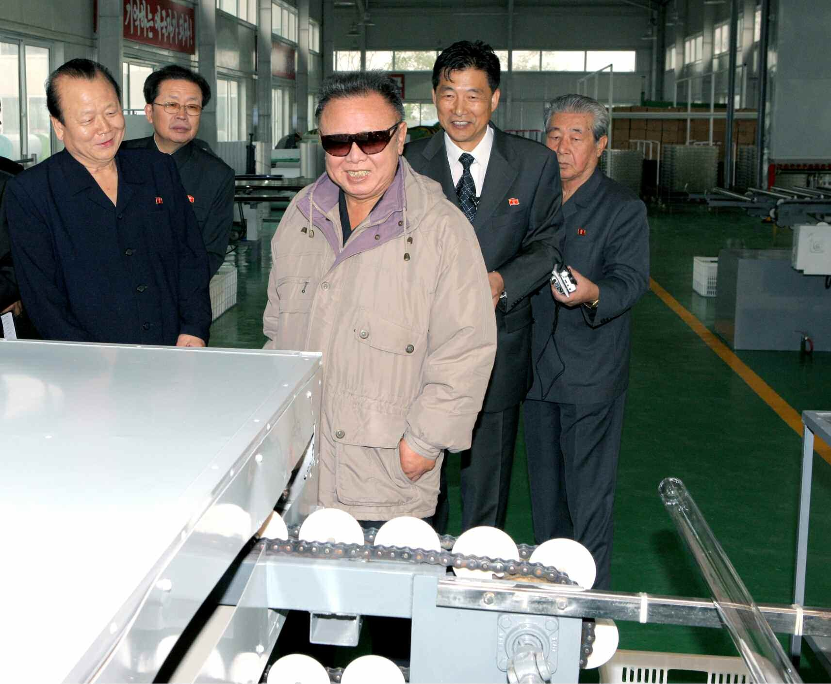 Pak To Chun (L) with late DPRK leader Kim Jong Il in 2011. Also seen in attendance is NDC Vice Chairman Jang Song Taek (2nd L), a factory manager (2nd R) and Ju Kyu Chang, Director of the KWP Machine-Building Industry Department (R) (Photo: KCNA/NKLW archive photo).