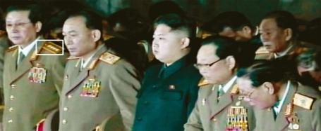 Sitzt gut der neue Anzug: Bisher wurde Jang Song-thaek noch nicht in Militäruniform gesichtet.