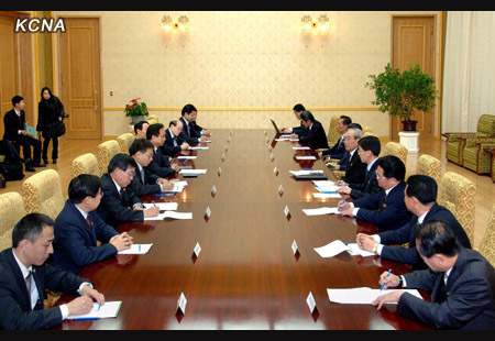 A CPC delegation (L) meets with KWP officials at Mansudae Assembly Hall on 29 November 2012 (Photo: KCNA)