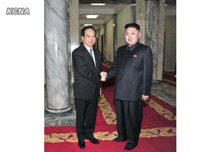 Kim Jong Un (R) shakaes hands with Li Jianguo (L) in the KWP #1 Office Complex in Pyongyang (Photo: KCNA)