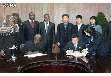Ri Sok Chol (R) and Mustapha Bellow (L) sign a memorandum of understanding between the Korea Foreign Investment and Economic Cooperation Committee and the Nigerian Investment Promotion Commission in Pyongyang on 10 December 2012 (Photo: KCNA)
