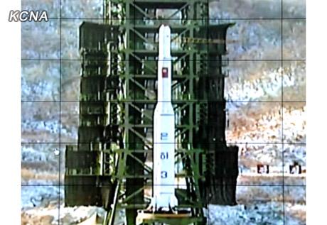 U'nha-3 on the launch pad at Sohae Space Center in Tongch'ang-ri, Ch'o'lsan County, North P'yo'ngan Province (Photo: KCNA)