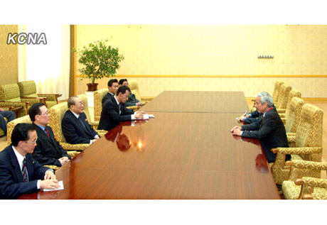 Yang Hyong Sop and DPRK Government officials (L) meet with Hesham Al-Waqayan and an official of the Kuwait Fund for Arab Economic Development at Mansudae Assembly Hall in Pyongyang on 12 December 2012 (Photo: KCNA)