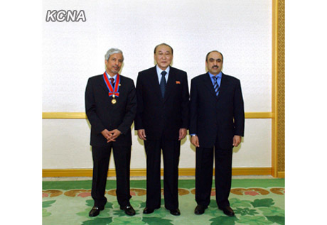 SPA Presidium Vice President Yang Hyong Sop (C) poses for a commemorative photograph with Hesham Al-Waqayan (L) and an official of the Kuwait Fund for Arabic Economic Development (R) at Mansudae Assembly Hall in Pyongyang on 12 December 2012 (Photo: KCNA)