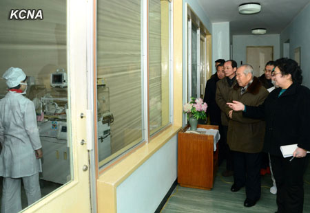 DPRK Premier Choe Yong Rim (2nd R) conducts an inspection of Pyongyang Maternity Hospital (Photo: KCNA)