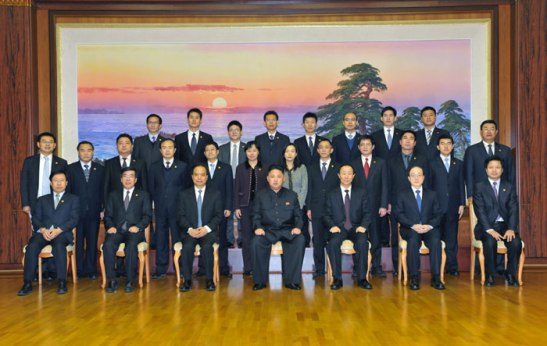 Commemorative photograph taken of Kim Jong Un with a CPC delegation on 30 November 2012 (Photo: Rodong Sinmun)