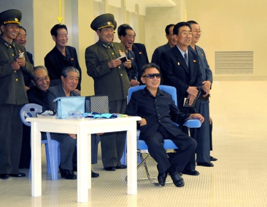 Ri Je Gang attends KJI's visit to the indoor swimming pool at Kim Il Sung University in September 2009 (Photo: Rodong Sinmun)
