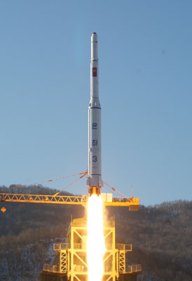 The launch of the U'nha-3 on 12 December 2012 (Photo: Rodong Sinmun)