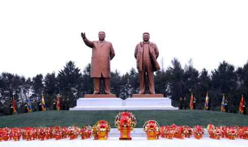 Statues of Kim Il Sung (L) and Kim Jong Il (R) in Hamhu'ng, South Hamgyo'ng Province unveiled during a 21 December 2012 ceremony (Photo: Rodong Sinmun)