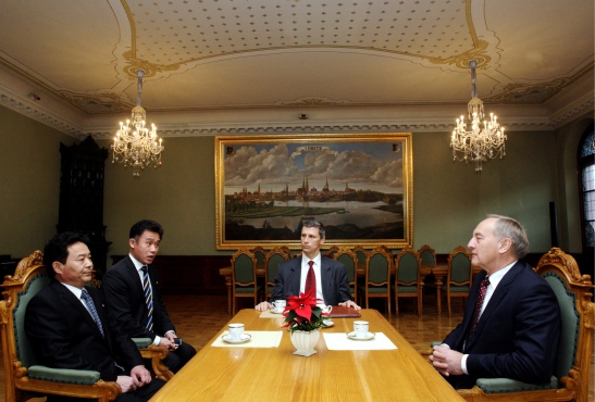Latvian President Andris Bērziņš (R) meets with DPRK Ambassador Pak Kwang Chol (foreground, L) after receiving Pak's diplomatic credentials on 4 December 2012 (Photo: Office of the President of Latvia)