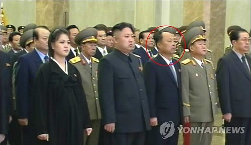 The mystery man (annotated) visited Ku'msusan with Kim Jong Un (2nd L) and other members of the central leadership (Photo: KCTV-Yonhap)