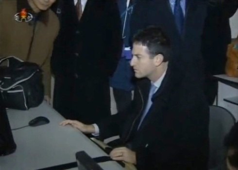 Google Ideas Director Jared Cohen uses a computer workstation during a tour of the Grand People's Study House, the DPRK's national library, on 9 January 2013 (Photo: KCTV screengrab)