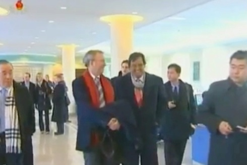 Eric Schmidt (2nd L) talks with Bill Richardson (3rd L) during a tour of the E-Library at Kim Il Sung University.  Also in attendance is Korea expert Dr. Tony Namkung (L) (Photo: KCTV screengrab)