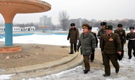 VMar Choe Ryong Hae (L) tours the construction of the Munsu Wading Pool in Pyongyang (Photo: Rodong Sinmun)