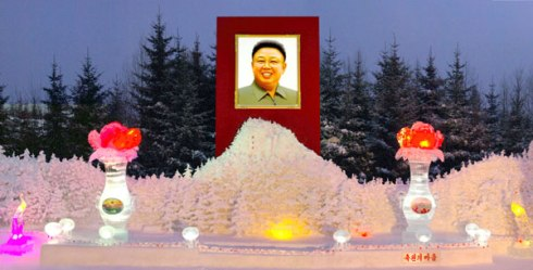 An image of late DPRK leader Kim Jong Il at an ice sculpture festival and exhibition in the resort town of Samjiyo'n (Photo: Rodong Sinmun)