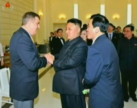 Kim Jong Un talks with a US citizen of the basketball delegation.  Seen in the background R is Jang Song Taek (Photo: KCTV screengrab)