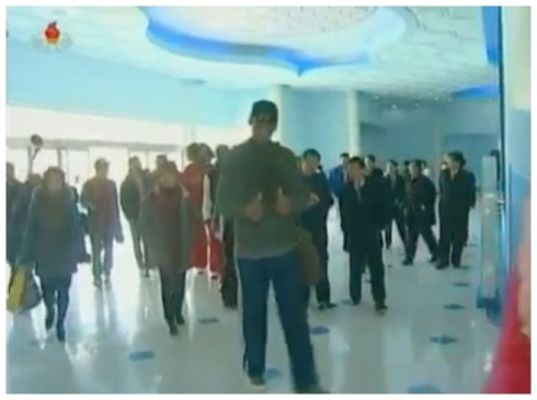 "Former NBA player and hall of famer Dennis Rodman (foreground) gives a double ""thumbs-up"" after arriving at the Rungra Dolphinarium on 1 March 2013 (Photo: KCTV screengrab)"