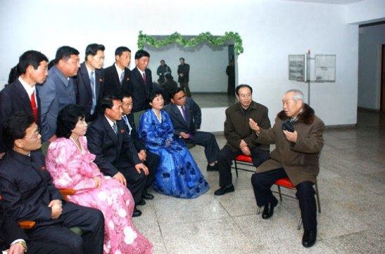 DPRK Premier Choe Yong Rim (R) talks with light industry workers participating in a national meeting, whilst visiting their Pyongyang accommodations (Photo: Rodong Sinmun)
