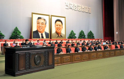 Kim Jong Un (L) speaks at  the national meeting of light industry workers in Pyongyang on 18 March 2013 (Photo: Rodong Sinmun)