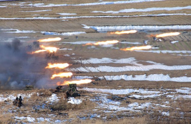 Women members of the 1st platoon of KPA Large Combined Unit 324 participate in artillery drills (Photo: Rodong Sinmun)