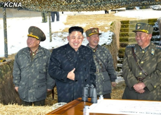 Kim Jong Un (2nd L) smiles after the first phase of live fire anti-aircraft drills (Photo: KCNA)