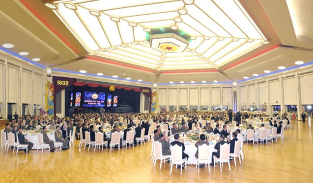 A banquet hosted by the DPRK National Defense Commission at Mokran House in central Pyongyang on 25 April 2013, to commemorate the 81st anniversary of the foundation of the Korean People's Army.  (Photo: Rodong Sinmun)