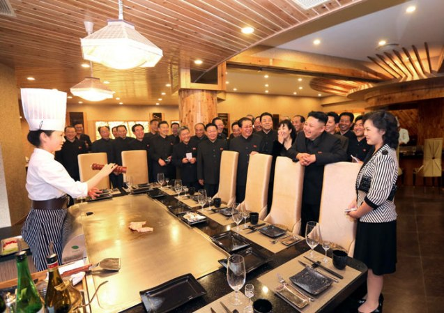 Kim Jong Un (2nd R) and his wife Ri Sol Ju (R) visit a teppanyaki griddle in the restaurant of the Haedanghwa Health Complex in east Pyongyang (Photo: Rodong Sinmun)