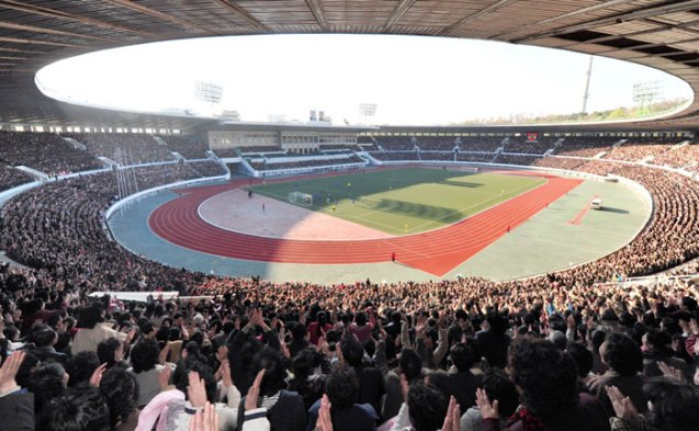 The men's football premier league finals for the Mangyongdae Prize between the Rimyongsu Sports Group and the Amnokgang Sports Group at Kim Il Sung Stadium in Pyongyang on 29 April 2013.  The Rimyongsu Team beat the Amnokgang Team 2-1.  (Photo: Rodong Sinmun)