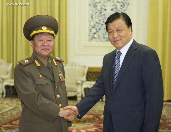 VMar Choe Ryong Hae (L), a special envoy of DPRK supreme leader Kim Jong Un, shakes hands with CPC Secretary Liu Yunshan (R) in Beijing on 23 May 2013 (Photo: Xinhua)