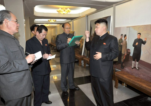 Kim Jong Un (R) issues instructions during a visit to the Mansudae Art Studio in Pyongyang where he viewed works slated for display in the city's war museum when it reopens in July (Photo: Rodong Sinmun)