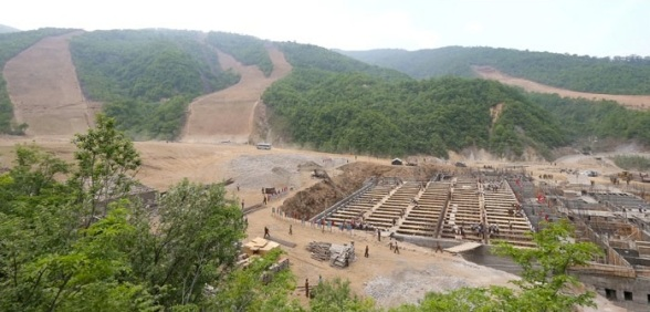 Construction of an area of the Masik Pass Ski Grounds in Kangwo'n Province (Photo: Rodong Sinmun).