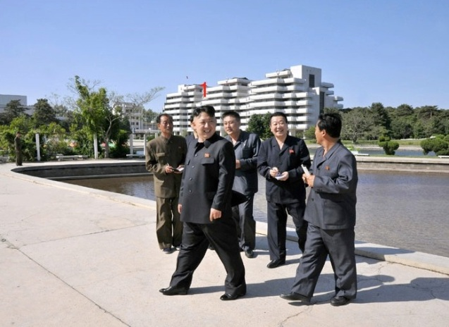 Kim Jong Un (1) tours Songdowon International Children's Camp in Wo'nsan, Kangwo'n Province (Photo: Rodong Sinmun)