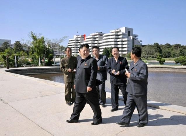Kim Jong Un (1) tours Songdowon International Children's Camp in Wo'nsan, Kangwo'n Province (Photo: Rodong Sinmun)