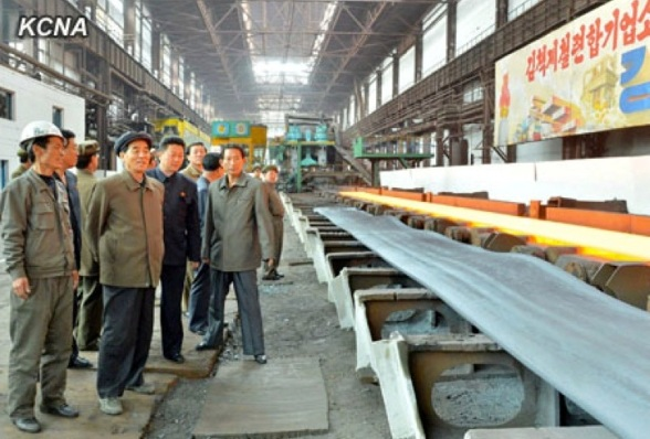 DPRK Premier Pak Pong Ju (2nd L) tours a steel complex in Ch'o'ngjin, North Hamgyo'ng Province (Photo: Rodong Sinmun).