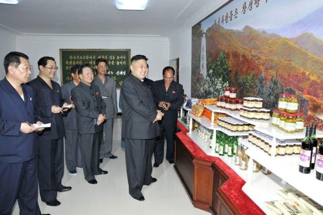 Kim Jong Un reviews a product display at Ch'angso'ng Foodstuffs Factory (Photo: Rodong Sinmun).