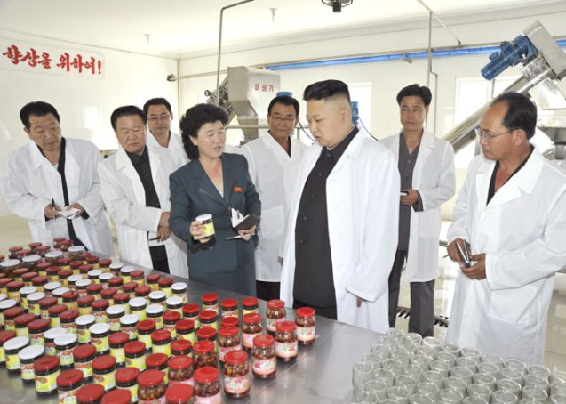 Kim Jong Un (2nd R) is briefed about products of the Ch'angso'ng Foodstuffs Factory (Photo: Rodong Sinmun).