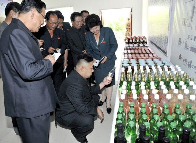Kim Jong Un inspects a product of the Ch'angso'ng Foodstuffs Factory (Photo: Rodong Sinmun).