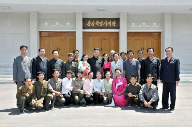Kim Jong Un poses for a commemorative photograph with employees and officials of the Ch'angso'ng Revolutionary Museum (Photo: Rodong Sinmun).