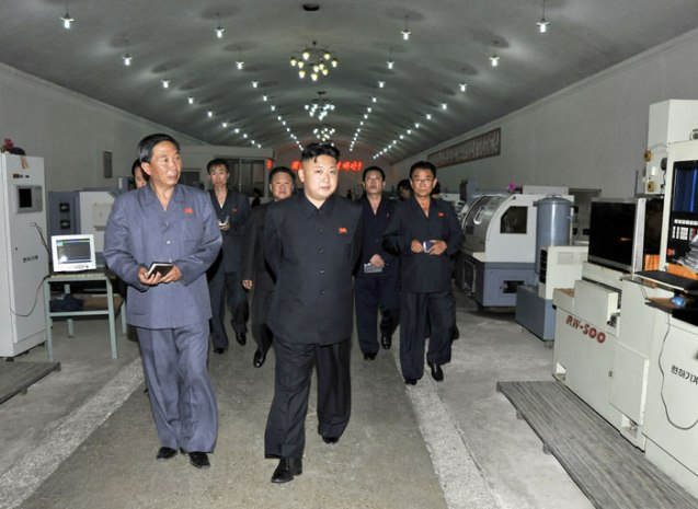 Kim Jong Un tours an assembling shop with CNC machines during a tour of Taegwan Glass Factory in North P'yo'ngan Province (Photo: Rodong Sinmun).