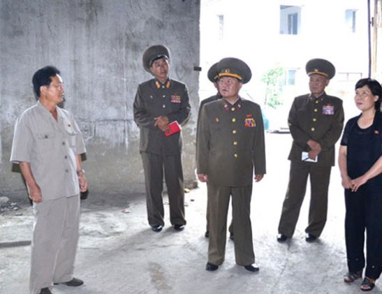 VMar Choe Ryong Hae (3rd L), Director of the KPA General Political Department, visits the Mushroom Research Institute of the DPRK State Academy of Sciences (Photo: Rodong Sinmun).