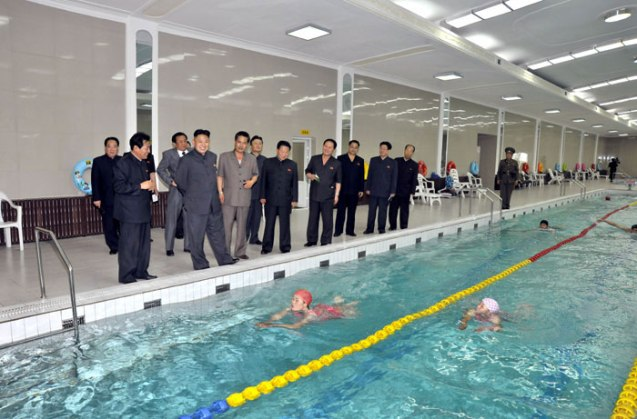 Kim Jong Un visits the employees' swimming pool at Kanggye General Tractor Plant (Photo: Rodong Sinmun).