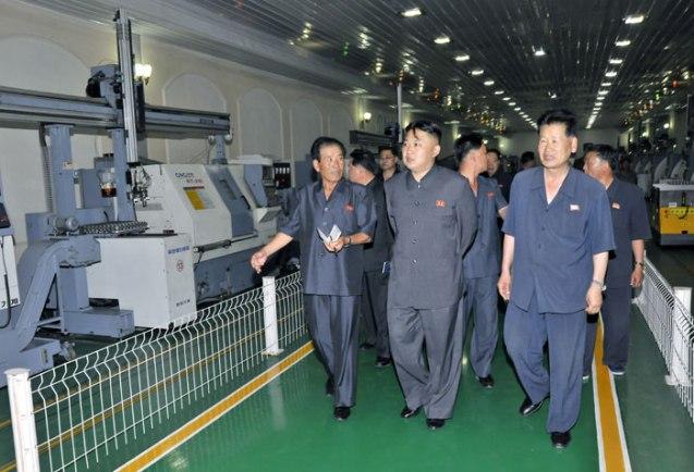 Kim Jong Un tours Jangjagang Machine Tools Plant (Photo: Rodong Sinmun).