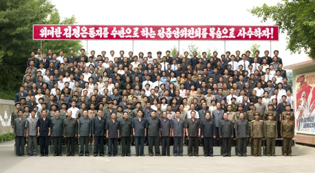 Kim Jong Un poses for a commemorative photo with employees, managers and officials of the Jangjagang Machine Tools Plant (Photo: Rodong Sinmun).