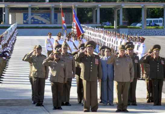 Gen. Kim Kyok Sik (C), Chief of the KPA General Staff, salutes at a Cuban independence historical site in Havana on 28 June 2013 (Photo: Prensa Latina).