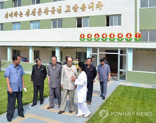 SPA Presidium President Kim Yong Nam and other senior DPRK officials tour Pyongyang Essential Foodstuffs Factory (Photo: KCNA-Yonhap).